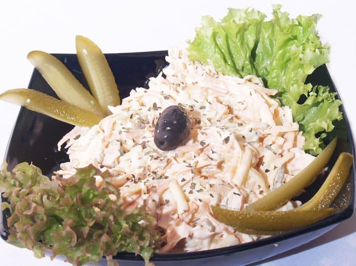 Obrok salata sa dimljenom piletinom – preporuka dostava