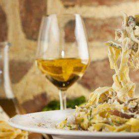 Pasta Funghi al vino bianco dostava