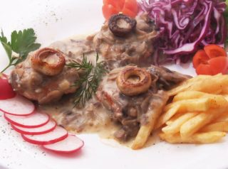 Turkey medallions in mushrooms sauce delivery