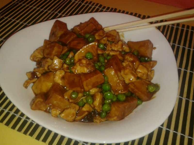 Chicken with peas and potatoes delivery