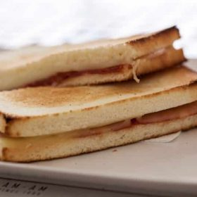 Toast sandwich with ham