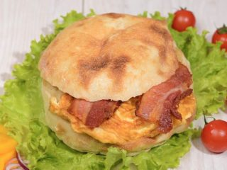 Shepherd's bun with scrambled eggs and bacon Čobanov odmor delivery