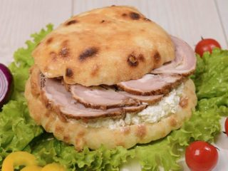 Shepherd's bun with rolled lamb and cheese Čobanov odmor delivery