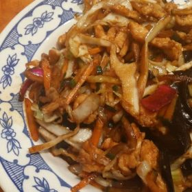 Shredded chicken breasts with bamboo and Chinese mushrooms