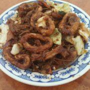 71. Pohovane lignje u ljutom sečuan sosu sa povrćem