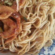 20. Špageti sa piletinom i povrćem u sosu od ostriga