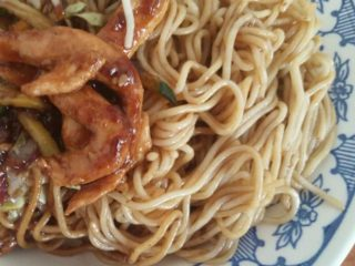 Spaghetti with chicken and vegetables in oyster sauce delivery