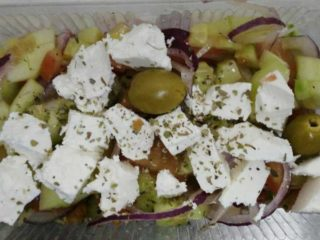 Greek salad dostava