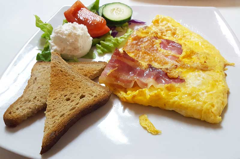 Omelet with pancetta