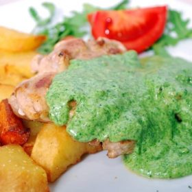 Chicken drumstick with spinach sauce