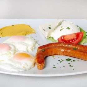 Doručak sa kobasicom