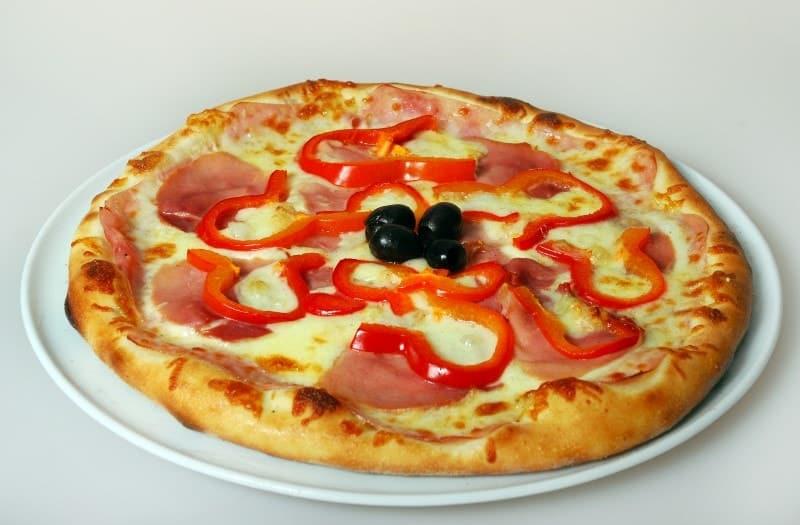 Pizza with prosciutto delivery