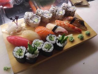 Mix sushi set delivery