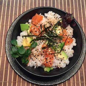 Chirashi Zushi losos dostava