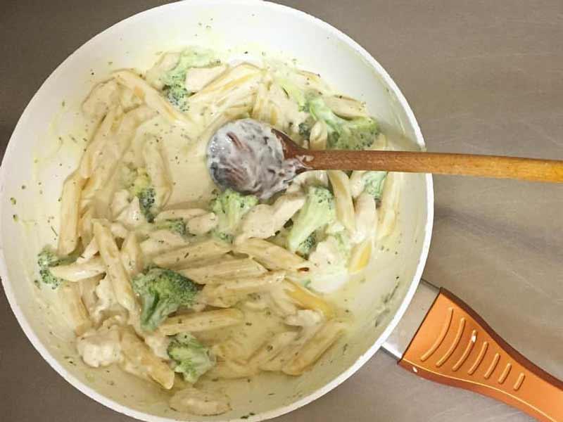 Pasta sa piletinom i brokolijem dostava