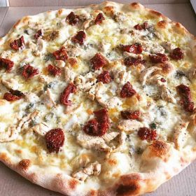 Chicken and dried tomato pizza