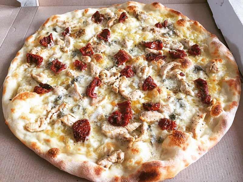 Piletina i sušeni paradajz pica dostava
