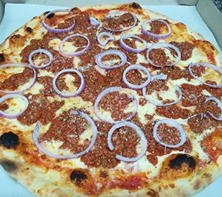 Bolognese pizza Bambola pizzeria delivery
