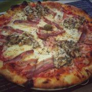 Pavone pica