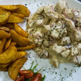 Chicken in mushrooms sauce delivery