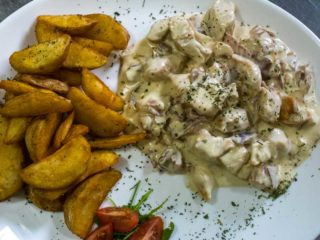 Chicken in mushrooms sauce Pavone delivery