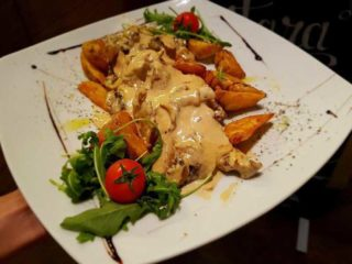 Chicken in gorgonzola sauce Pavone delivery