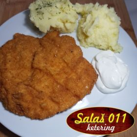 Viennese steak with mashed potato