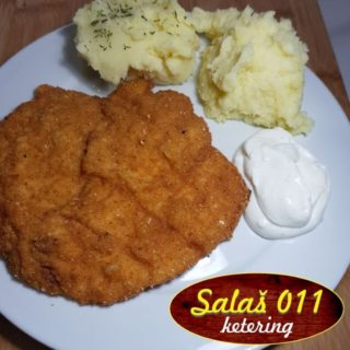 Viennese steak with mashed potato delivery