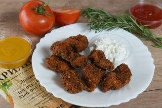 Spicy fried pieces of chicken breasts dostava