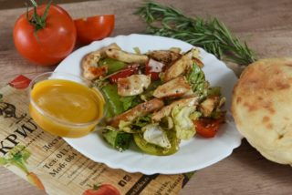 Mix of lettuce with paprika, grilled chicken and sesame Krilca delivery