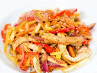 Turkey with crunchy vegetables delivery