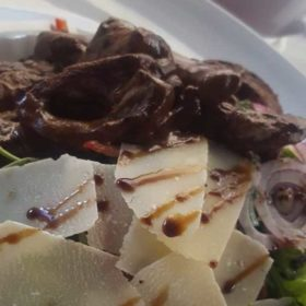 Tribeca salad with beefsteak and parmesan delivery