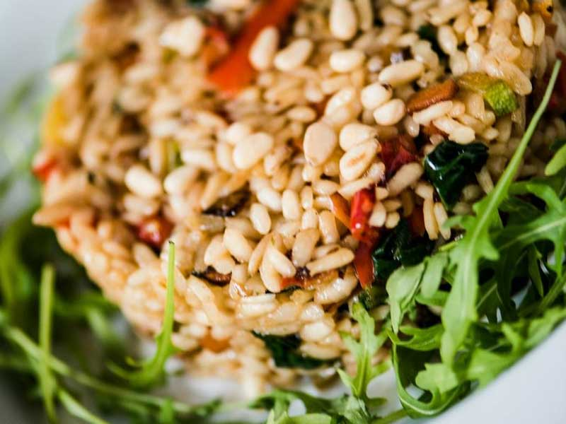 Vegeterijanski rižoto sa povrćem, pinjolama dostava