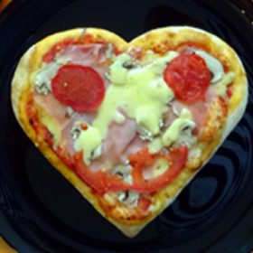 Kids pizza heart delivery