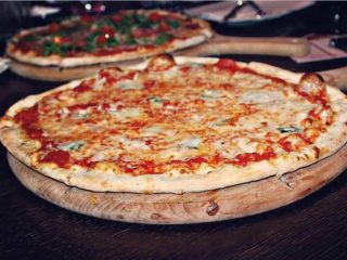 4-Formaggi Pizza Pub delivery