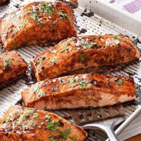 Grilovani losos sa kuvanim povrćem dostava