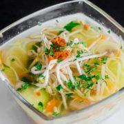 Pileća supa sa rezancima