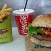 Pljeskavica + 150 grama pomfrita + Coca Cola 0.25 l