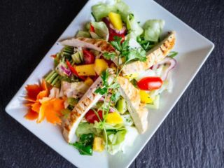 Mango salad with chicken dostava