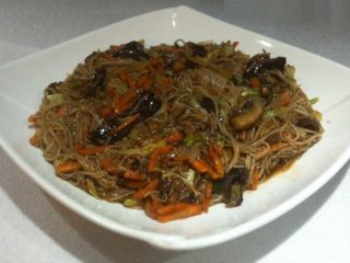 Rice noodles with vegetables delivery