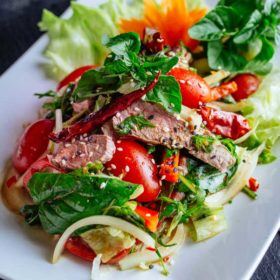Waterfall beef salata dostava