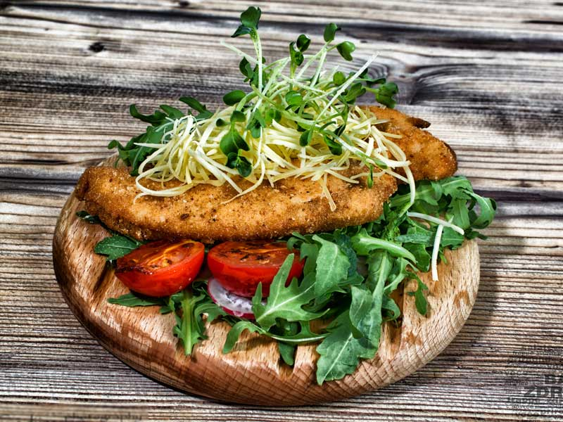 Panirani ćureći file sa topljenim sirom – obrok dostava