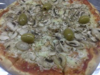 Funghi pizza delivery