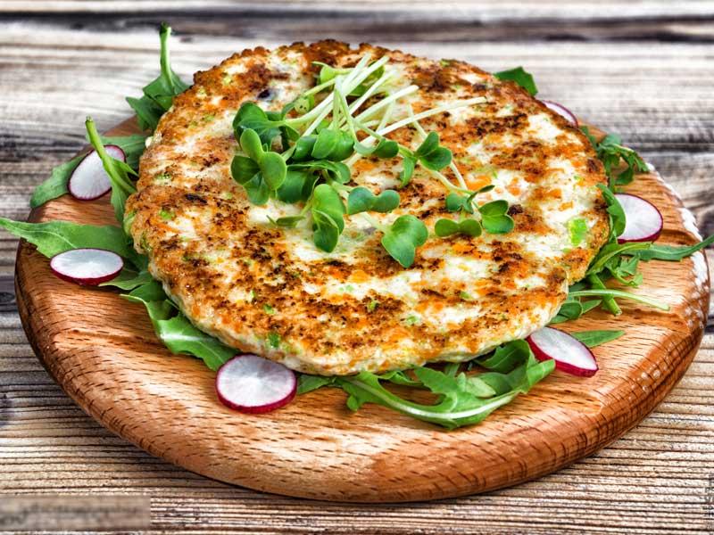 Pileća pljeskavica sa povrćem – obrok dostava