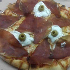 Prosciutto pizza delivery