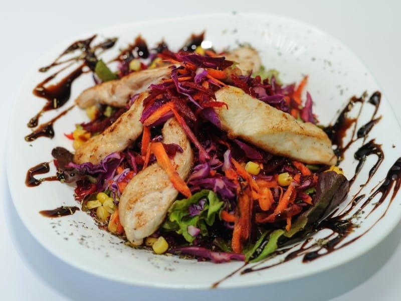 Proteinska salata sa ćuretinom dostava