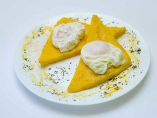 Poached eggs in polenta delivery