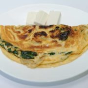 Omelet with spinach and goat cheese