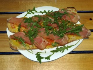Balkanika brusketi Balkanika pizza sandwich bar dostava