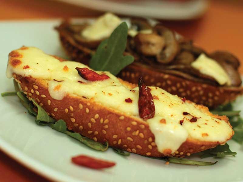 Crostini mozzarella di Bufala e Peperoncino dostava